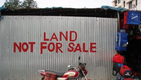 Land grab at tenanted property by new neighbour
