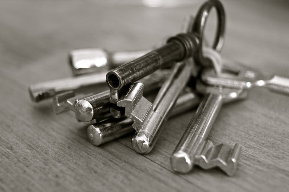 Tenant surrendered tenancy but refuses to return keys until possessions collected?