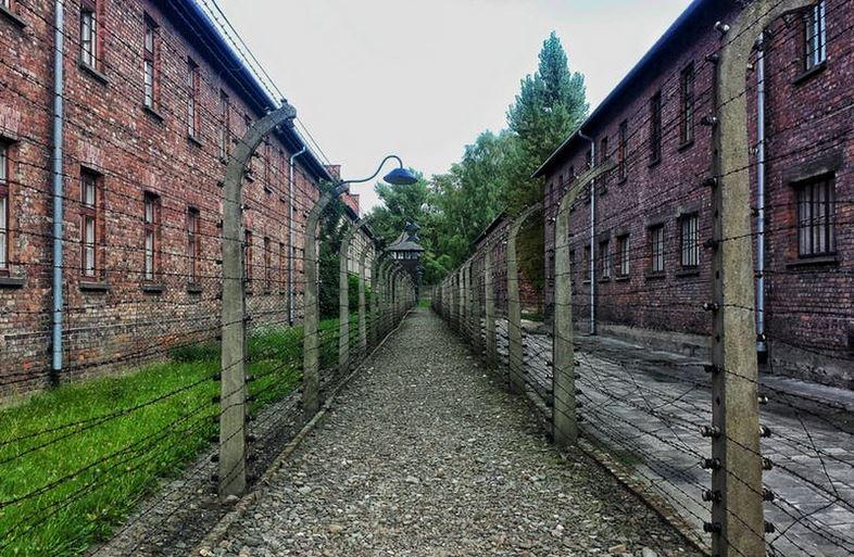 An Apology to Auschwitz Memorial @AuschwitzMuseum